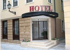 Hotel Capitulum - Győr - Building
