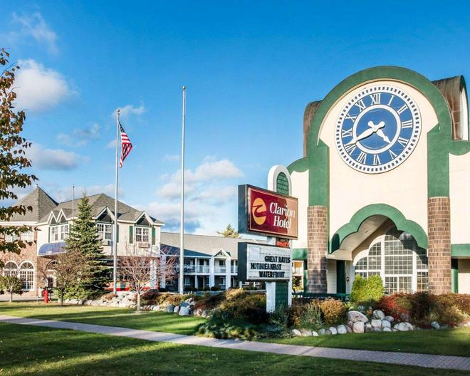 Clarion Hotel Beachfront - Mackinaw City - Rakennus