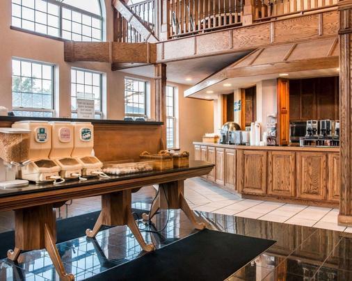 Clarion Hotel Beachfront - Mackinaw City - Buffet
