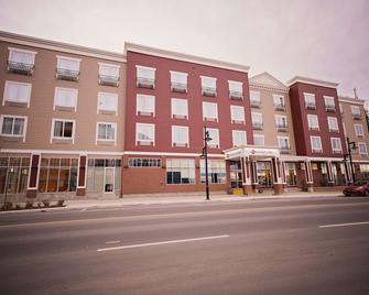 Best Western Plus Chateau Inn Sylvan Lake - Sylvan Lake - Building