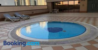 Backpackers zone - Dubaï - Piscine