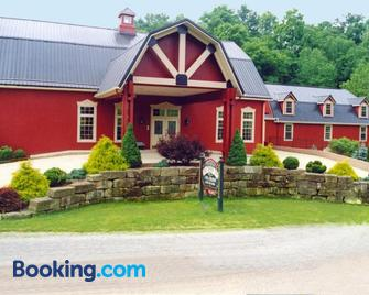 The Barn Inn Bed and Breakfast - Millersburg - Building