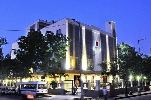 Hotel Jivitesh - New Delhi - Building