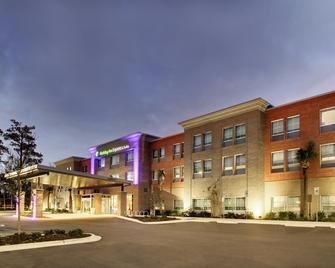 Holiday Inn Express & Suites Summerville - Summerville - Gebouw