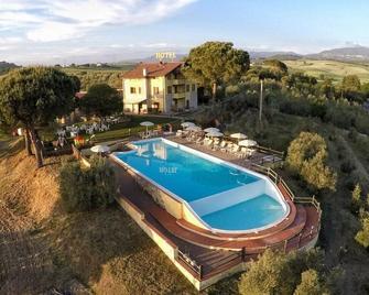Tenuta La Lupa Country Hotel - Santa Luce - Pool