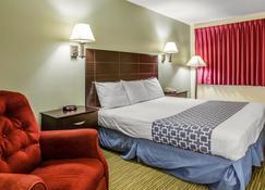Rodeway Inn - Groton - Schlafzimmer