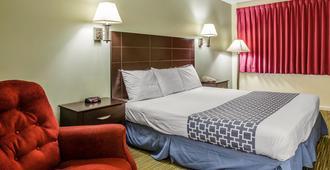 Rodeway Inn - Groton - Bedroom