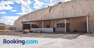 Dug Out B&B Apartments - Coober Pedy