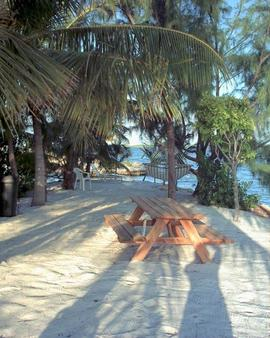 Tarpon Flats Inn & Marina - Key Largo - Patio
