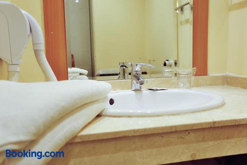 Ibis Fes - Fez - Bathroom