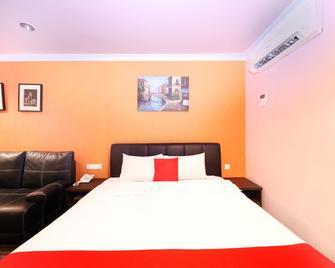 Oyo 496 Hotel De Eco Inn - Klang - Makuuhuone