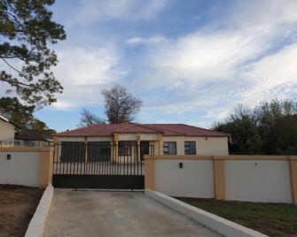 Lindo Guest house - Estcourt - Edificio