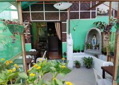 Balai Flordeliza Guest House & Garden Cafe - Liloan - Patio