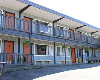 Ukee Peninsula Motel - Ucluelet - Building