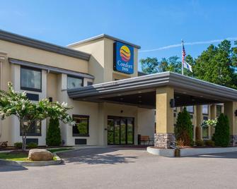 Comfort Inn - Tupelo - Building