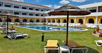 Hotel Dom Fernando - Évora - Piscina