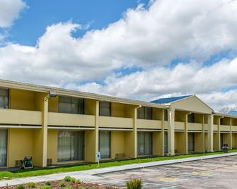 Rodeway Inn - Brookville - Building