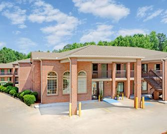 Super 8 by Wyndham Acworth/Atlanta Area - Acworth - Building