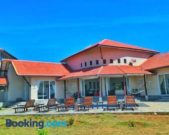 Kayjay Beach House - Kalkudah - Building