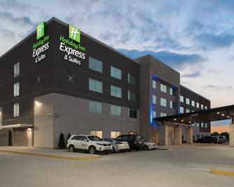 Holiday Inn Express & Suites Kingdom City - Kingdom City - Building