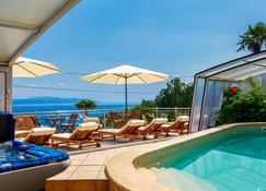Villa Roses Apartments & Wellness - Ika - Pool