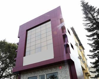 Oyo 10677 Hotel Monarch Guestline - Pimpri - Chinchwad - Building