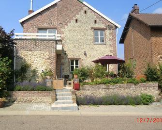 Heritage Holiday Home in Voeren with Terrace - Voeren - Будівля