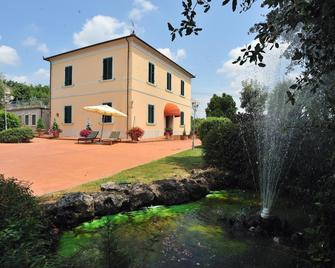 Hotel Villa La Nina - Montecarlo - Building