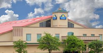 Days Inn by Wyndham Lubbock South - Lubbock - Building