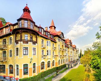 Grand Hotel Praha - Vysoké Tatry - Building
