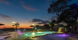 Holiday Inn Express & Suites San Antonio Medical-Six Flags - סן אנטוניו - בריכה
