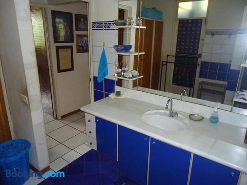 Fare D'Hôtes Tutehau - Papeete - Bathroom
