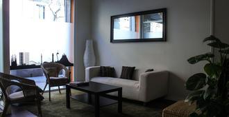360 Hostel Barcelona - Barcelona - Living room