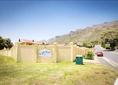Cap Ou Pas Cap Guesthouse - Gordon's Bay - Outdoors view