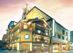 Awara Grand Hotel - Awara - Building