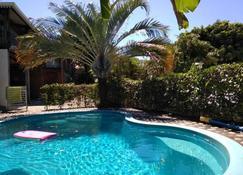 Villa Hélèna B&B - แซ็ง-เดอนี - สระว่ายน้ำ