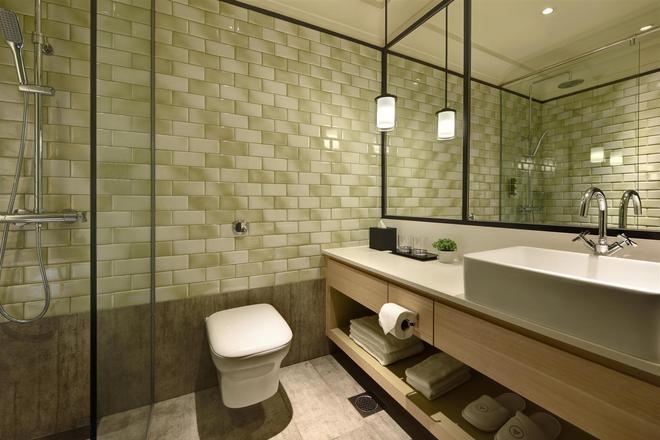 Aerotel Transit Hotel, Terminal 1 - Singapore - Bathroom