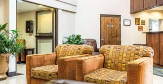 Quality Inn & Suites Coliseum - Greensboro - Resepsjon