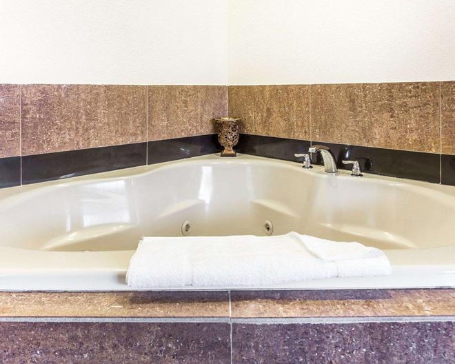 競技場品質套房酒店 - 格林斯波羅 - 格林斯伯勒(北卡羅來納州) - 浴室