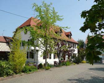 Logis Hôtel Au Lion Rouge - Bartenheim - Building