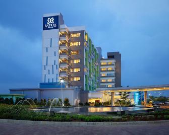 Batiqa Hotel & Apartments Karawang - Karawang - Building