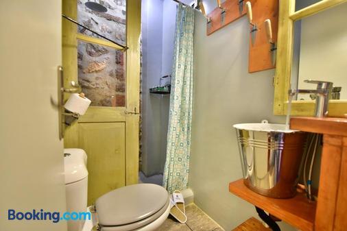 Mastoris Mansion - Hydra - Bathroom