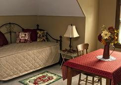 Hawthorn - A Bed & Breakfast - Independence - Bedroom