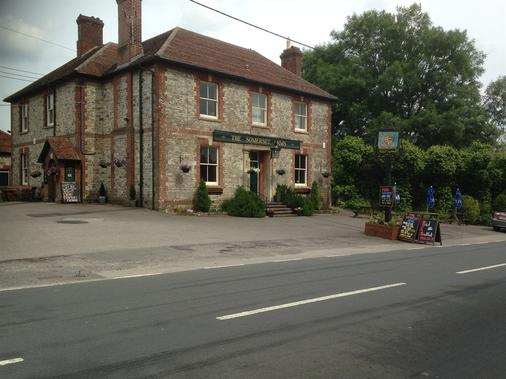 The Somerset Arms - Warminster - Building