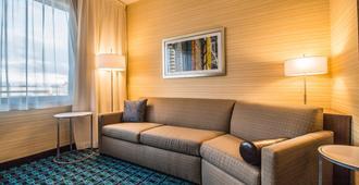Fairfield Inn & Suites by Marriott Regina - רגינה - סלון