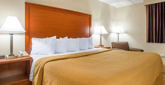 Quality Inn Stadium Area - Green Bay - Bedroom