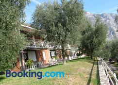 Albergo Riviera - Limone sul Garda - Building