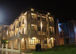 Kiwi Villa - Magong City - Building