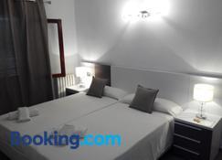 Hostal Mistral - Cala d'Or - Bedroom