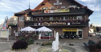 Hotel Alt Holzhausen - Bad Pyrmont - Building